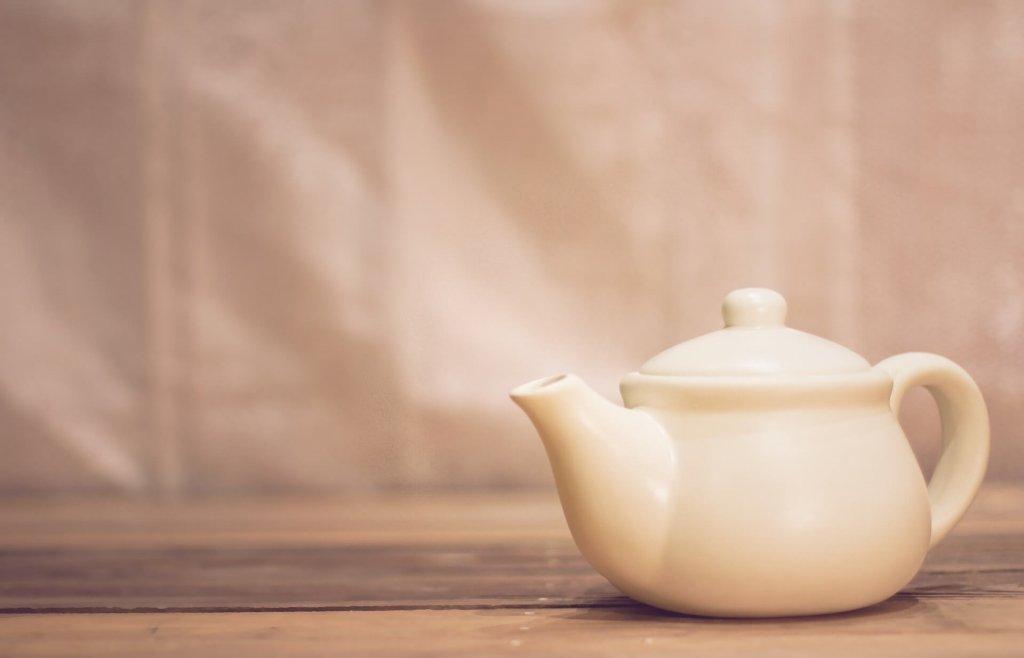 ハトムギ茶とティーポット